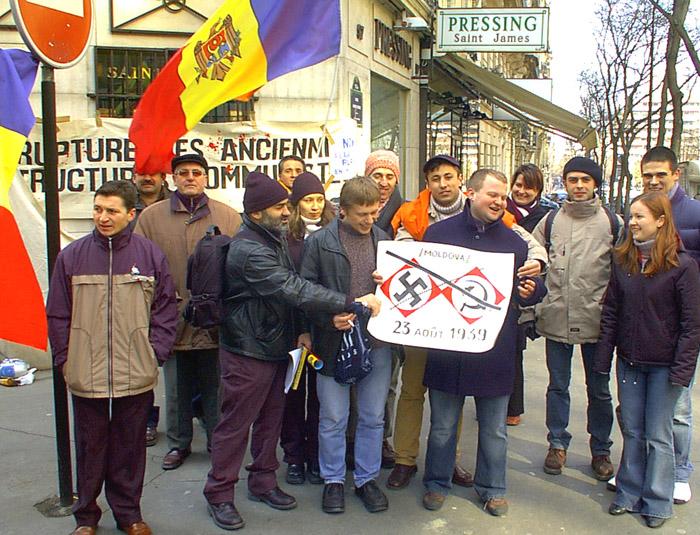 Miting în faţa ambasadei RMoldova din Paris,6